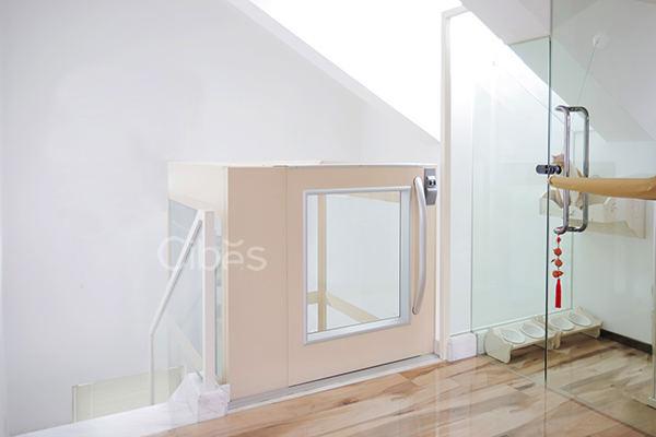 舒适与科技感并存的别墅电梯半高门设计