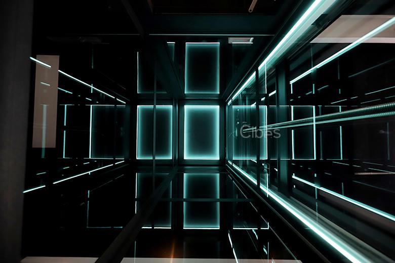 舒适与科技感并存的别墅电梯五面观光